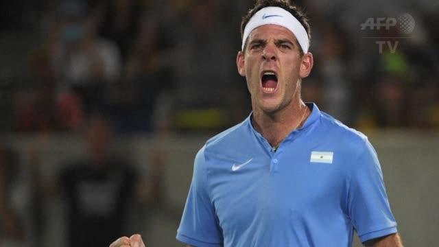 el argentino juan martin del potro dio la gran sorpresa en el torneo olimpico de tenis al eliminar en primera ronda al numero 1 mundial el serbio... - numero 7 video stock e b–roll