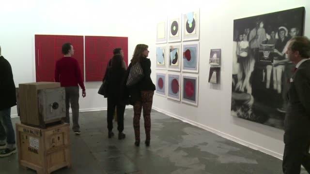 el arte latinoamericano tendra un lugar central en la feria internacional de arte contemporaneo de madrid en la que colombia es el pais invitado y... - escultura stock videos & royalty-free footage