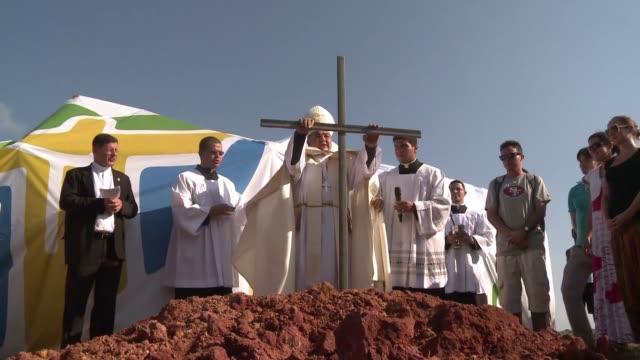 El arzobispo de la ciudad de Rio de Janeiro Orani Joao Tempesta bendijo este martes el terreno donde sera celebrada la misa de cierre de las Jornadas...