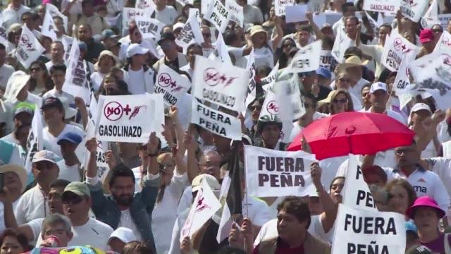 el aumento del precio de los combustibles en mexico que entro en vigor el 1 de enero provoco varias protestas el domingo en la capital y en distintos... - gasolina stock videos & royalty-free footage