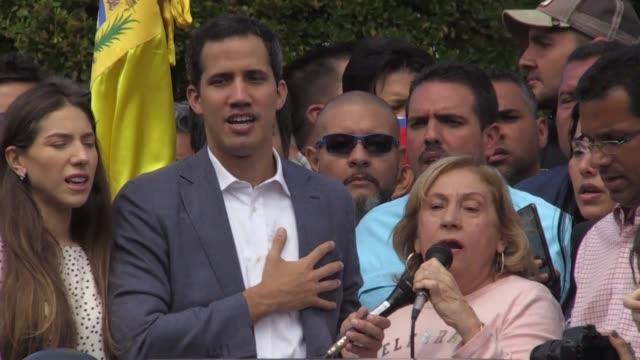 el autoproclamado presidente interino de venezuela juan guaido reconocio el sabado haber hablado con funcionarios luego de que el gobierno de nicolas... - numero stock videos & royalty-free footage