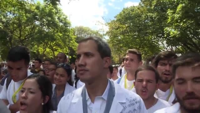 el autoproclamado presidente interino de venezuela y lider del parlamento juan guaido reclamo el miercoles durante una protesta opositora la entrada... - entrada stock videos and b-roll footage
