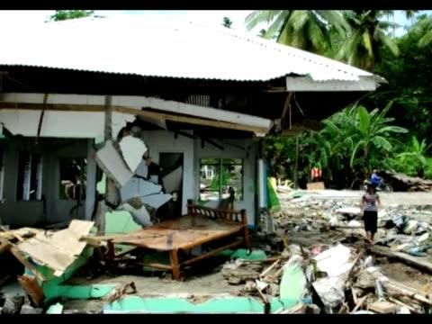 el balance del fuerte sismo que azoto a la region central de filipinas fue revisado en baja este miercoles quedando establecido en 26 muertos y 71... - numero stock videos & royalty-free footage