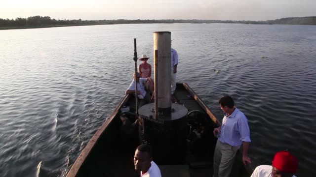 el barco reina africana en el que navegara humphrey bogart junto a katherine hepburn en el clasico film de 1951 la reina africana fue rescatado del... - humphrey bogart stock videos & royalty-free footage