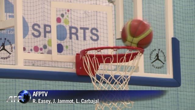 el basquet olimpico ofrece un menu imperdible este domingo con el debut de estados unidos defensores del oro de pekin2008 london united kingdom - hombres stock videos & royalty-free footage