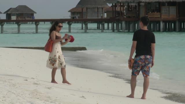 el boom en el numero de visitantes de china mantiene la industria del turismo a flote en maldivas voiced maldivas un paraiso para chinos on october... - numero stock videos & royalty-free footage