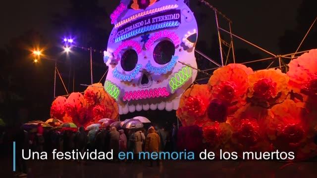 el bosque de chapultepec en la ciudad de mexico se transformo en un pasillo de varios altares luces y presentaciones artísticas por el día de muertos... - día stock videos & royalty-free footage