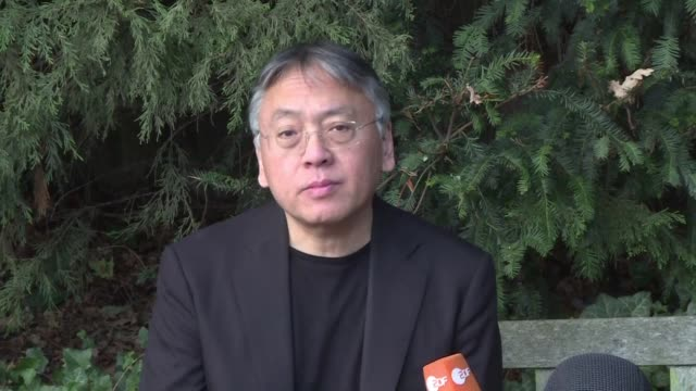 vídeos de stock e filmes b-roll de el britanico de origen japones kazuo ishiguro aseguro el jueves que recibir el premio nobel de literatura 2017 es un tremendo honor y totalmente... - literatura