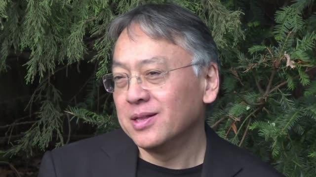 el britanico de origen japones kazuo ishiguro penso que su designacion como premio nobel de literatura era una broma - kazuo ishiguro stock videos & royalty-free footage