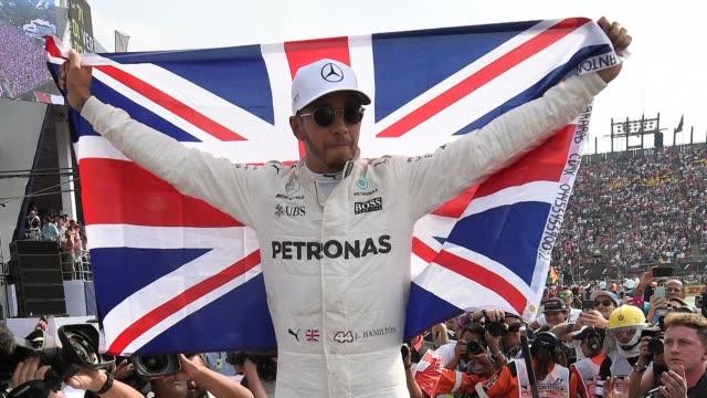 el britanico lewis hamilton logro una agridulce consagracion como campeon del mundo de formula 1 el domingo sin poder subirse al podio del gran... - podio video stock e b–roll