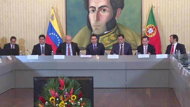 El canciller de Portugal Augusto Santos Silva pidio el lunes condiciones para los empresarios portugueses que residen en Venezuela luego de que el...