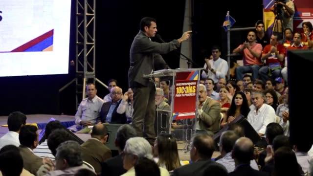 el candidato opositor venezolano henrique capriles radonski prometio este lunes subir 25% el salario minimo a partir de enero de 2013 si gana las... - subir stock videos and b-roll footage