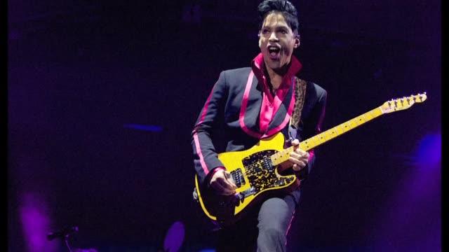el cantante estadounidense prince icono del pop e idolo de millones de personas en todo el mundo, fallecio el jueves en la ciudad de minnesota a los... - singer stock videos & royalty-free footage