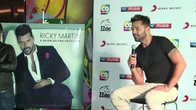 el cantante puertorriqueno ricky martin gano el grammy a mejor album pop latino por su produccion a quien quiera escuchar - ricky martin stock videos and b-roll footage