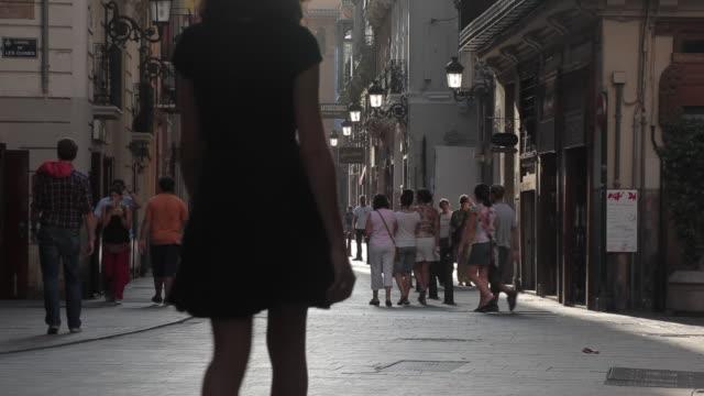 """vídeos de stock e filmes b-roll de """"el carmen old quarter, valencia, spain."""" - grupo grande de pessoas"""