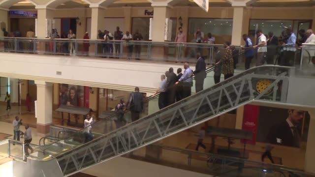 el centro comercial westgate de nairobi reabre sus puertas dos anos despues del ataque de islamistas shebab somalies que dejo decenas de muertos - centro comercial stock videos & royalty-free footage