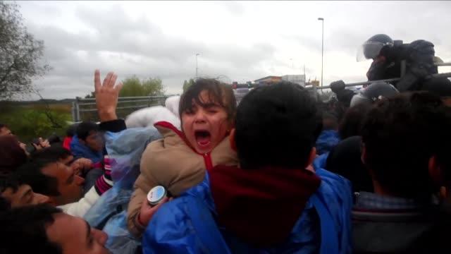 el cierre de la frontera hungara con croacia en enlentece el camino de los migrantes que tratan de llegar al norte de europa a traves de los balcanes - eastern european culture stock videos and b-roll footage