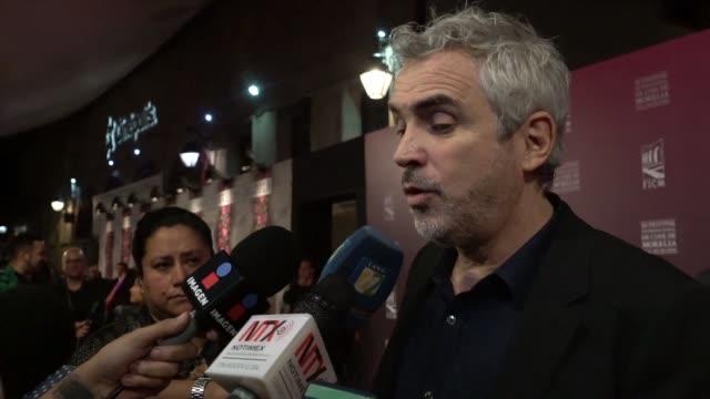 el cineasta mexicano alfonso cuaron lamento el miercoles el racismo que algunos de sus compatriotas expresan contra la caravana de migrantes... - morelia video stock e b–roll