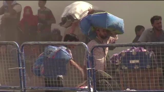 el conflicto sirio que comenzo en 2011 ha dejado ya cuatro millones de refugiados segun anuncio este jueves el alto comisionado de las naciones... - naciones unidas stock videos & royalty-free footage