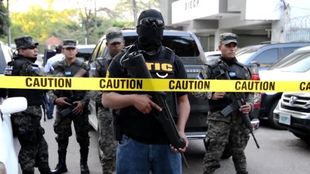 el congreso de honduras aprobo este jueves un decreto de emergencia para acelerar la depuracion de la policia al comprobarse que los actuales jefes... - congreso stock videos and b-roll footage