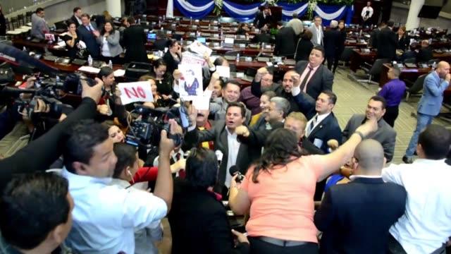 el congreso de honduras tiene previsto votar el martes en secreto para elegir a los 15 miembros de la corte suprema de justicia luego de que la falta... - congreso stock videos and b-roll footage