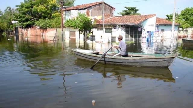 el congreso de paraguay declaro este miercoles emergencia climatica por las inundaciones que dejaron como saldo parcial unos 40000 evacuados - congreso stock videos and b-roll footage