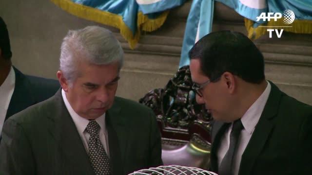 el congreso guatemalteco selecciono a un comite de investigacion que determinara si el presidente otto perez molina debe mantener su inmunidad en... - congreso stock videos and b-roll footage