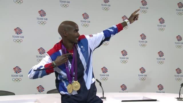 el corredor britanico mo farah cierra su participacion en los juegos olimpicos de londres con dos oros en los 5000 y 10000 metros london united... - hombres stock videos & royalty-free footage