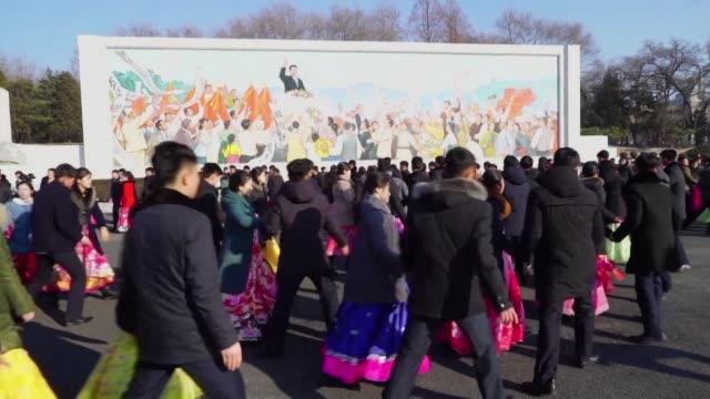 el día de la estrella luz amanecio gelido en pyongyang - día stock videos & royalty-free footage