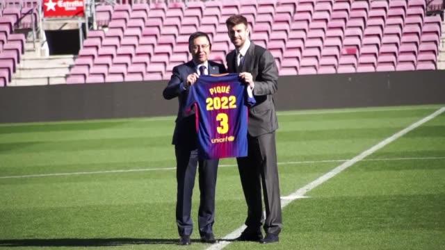 El defensa central del Barcelona Gerard Pique aseguro el lunes que de no haber renovado con el club catalan tal vez habria dejado el futbol al tiempo...