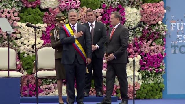 El derechista Ivan Duque asumio el martes el poder en Colombia con la promesa de endurecer la politica de paz de su antecesor y lanzo una advertencia...
