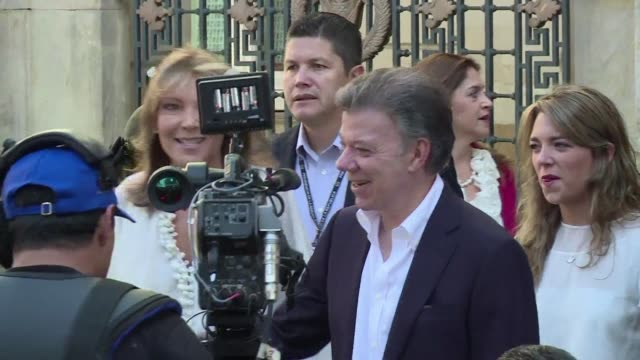 el derechista oscar zuluaga se impuso este domingo en las elecciones presidenciales de colombia pero no obtuvo la mayoria necesaria para vencer en... - juan manuel santos stock videos & royalty-free footage