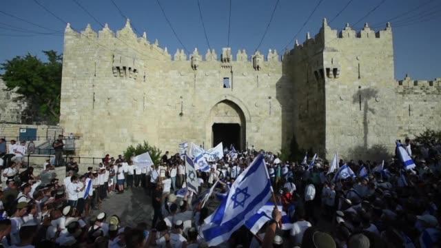 el dia de jerusalen festejado por israelies genera tension en la ciudad por coincidir este ano con el ramadan musulman - palestina stock videos and b-roll footage