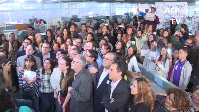 el diario el nacional un emblema de la prensa venezolana publico el viernes su ultima edicion tras 75 anos de trayectoria debido a la falta de papel... - diario stock videos and b-roll footage