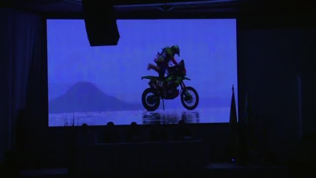 el director del rally dakar dio este viernes detalles sobre la competencia que se disputara a lo largo de chile argentina y bolivia destacando las... - desafio stock videos and b-roll footage