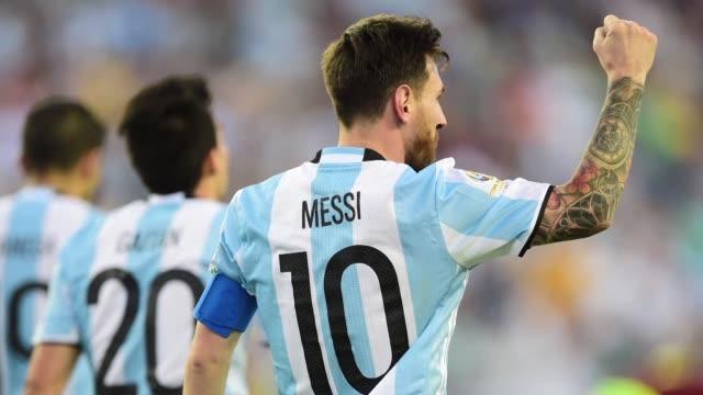 vídeos de stock, filmes e b-roll de el dt gerardo martino considero el sabado que argentina tuvo un juego superior al de venezuela por lo que fue un justo ganador tras golear 41 a la... - vino