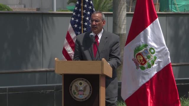 El embajador de Estados Unidos en Peru Krishna R Urs dijo el viernes que su pais apoya la decision del pais sudamericano de no invitar al presidente...