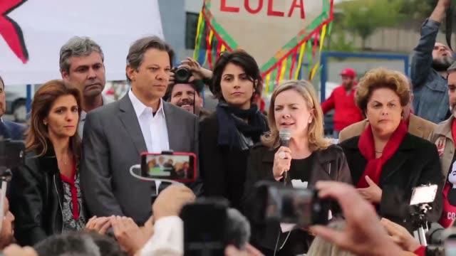 el encarcelado expresidente brasileno luiz inacio lula da silva ungio el martes a su companero de formula fernando haddad como candidato a las... - südbrasilien stock-videos und b-roll-filmmaterial