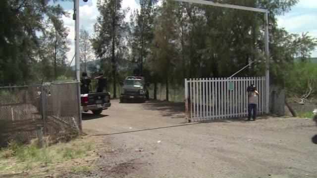 el enfrentamiento que el viernes se saldo en un rancho del oeste de mexico con la muerte de 42 presuntos delincuentes y un policia genera dudas entre... - ranch stock videos & royalty-free footage