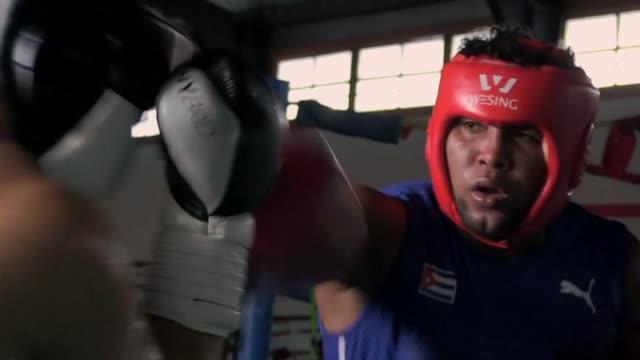 el equipo olimpico de boxeo de alemania se prepara para los juegos de tokio 2020 - entrenar stock videos and b-roll footage