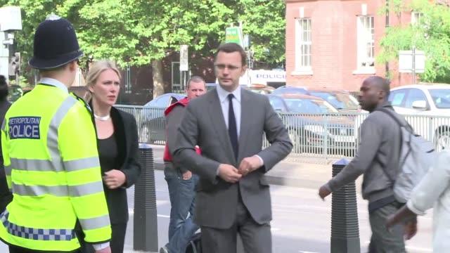 el ex consejero de comunicacion del primer ministro david cameron se presento ante la justicia este jueves acusado de escuchas ilicitas cuando era... - diario stock videos and b-roll footage