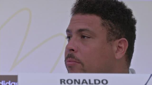 el exatacante brasileno ronaldo miembro del comite organizador del mundial 2014 apoyo este lunes las protestas en su pais y aseguro que no se oponen... - sportweltmeisterschaft stock-videos und b-roll-filmmaterial