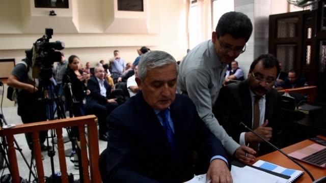 El expresidente de Guatemala Otto Perez en prision preventiva por corrupcion nego el lunes en una audiencia judicial los cargos de la fiscalia y una...