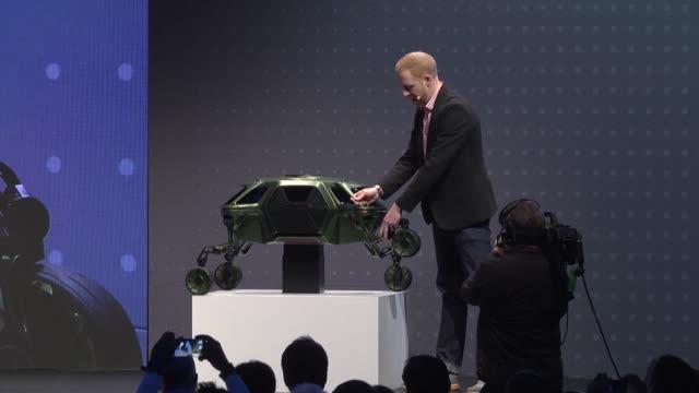 el fabricante surcoreano hyundai presento el lunes un vehiculo mitad auto mitad robot capaz de rodar pero tambien de escalar y caminar - rodar stock videos and b-roll footage