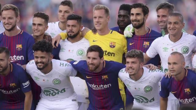 El FC Barcelona goleo 50 el lunes al Chapecoense en el Trofeo Joan Gamper para homenajear a victimas y supervivientes del accidente aereo en el que...