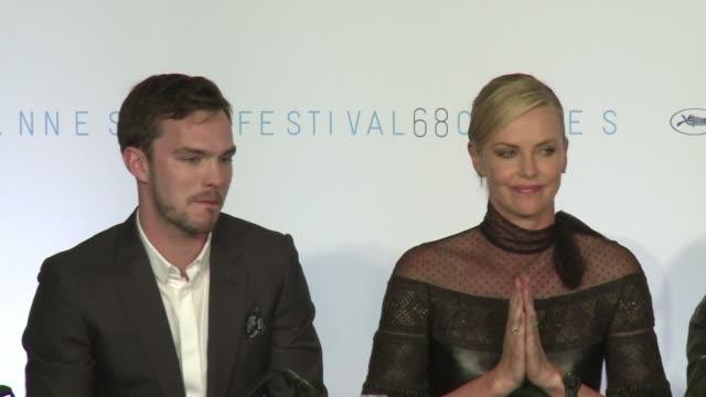 El Festival de Cine de Cannes se deslizo a toda velocidad en su segundo dia en la presentacion del nuevo exito de taquilla Mad Max
