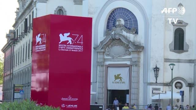 vídeos de stock, filmes e b-roll de el festival de cine de venecia dara inicio el miercoles con la asistencia de una larga lista de leyendas de la cinematografia mundial y la cinta... - alexander payne