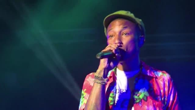 stockvideo's en b-roll-footage met el festival mawazine de marruecos logro un gran exito de asistencia en el fin de semana de apertura con mas de 300.000 espectadores en el concierto... - festivalganger