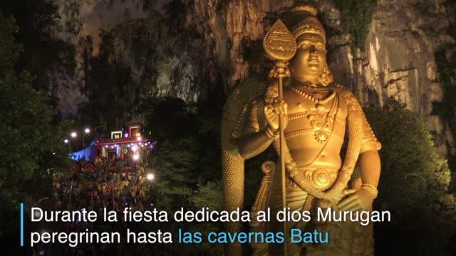 el festival thaipusam una celebracion al dios murugan moviliza a los hindues de la etnia tamil en todo el sureste de asia - etnia stock videos and b-roll footage