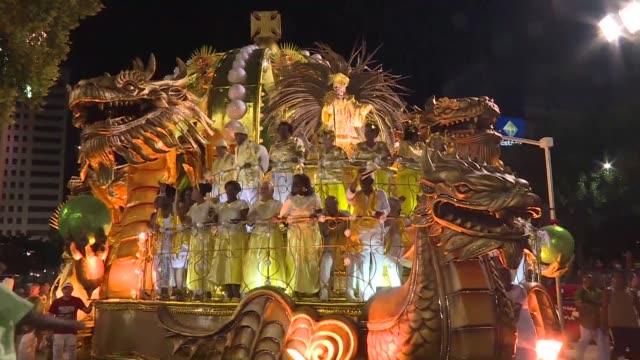 El fin de semana Rio de Janeiro vivio el carnaval con el desfile de las mayores escuelas de samba en el sambodromo y en la calle los blocos...